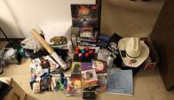 Algunos de los premios que ganó gracias a su robot. Foto: hscott.net