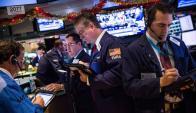 Operadores en Wall Street viven a diario los cambios en la economía del mundo. Foto: AFP.