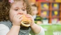 Obesidad en las niñas puede adelantar pubertad.