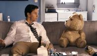 Mark Wahlberg junto al divertido personaje.