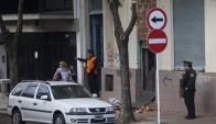 Aunque la Policía custodiaba el taller clandestino, dueños pudieron borrar pruebas. Foto: La Nación.