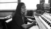 Ana Nahúm en 1992 en Océano FM, donde comenzó su carrera en los medios.