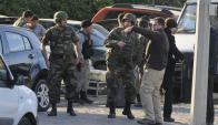 Policías y militares tras la alerta de bomba en el WTC en el enero pasado. Foto: A.Colmegna.
