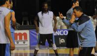 Preparación. Capelli sigue trabajando para sacar lo mejor del plantel de la preseleción de básquetbol de Uruguay.