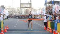 Martín Cuestas, cuando cruzó la meta y se proclamó como el ganador de la San Felipe. Foto: Marcelo Bonjour