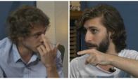 Lenguaje corporal: El productor Matías Catán (der) lo acusó al músico Santiago Giaccobasso (izq) con el dedo índice. ¿Éste respondió con una seña indebida?