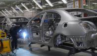 La industria automotriz es una de las ramas que se contrae. Foto: Archivo El País