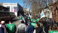Trabajadores del Inau marcharon en solidaridad con sus compañeros procesados. Foto: Facebook Jóvenes Suinau