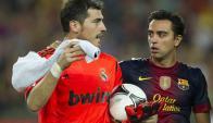 Afuera. Casillas juega ahora en Portugal y Xavi en Catar.
