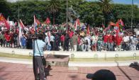 La Federación de Trabajadores de la Industria Láctea se movilizó en Nueva Helvecia por cierre de Ecolat el 26 de marzo de 2015. Foto: Pedro Clavijo.