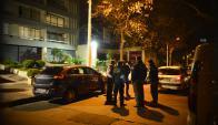 Efectivos policiales frente al domicilio de Michelini en julio de 2014. Foto: G. Pérez
