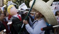 Cientos de latinos realizaron manifestaciones en rechazo a los dichos de Trump. Foto: El País