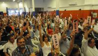 En tensa asamblea hubo reproches entre los funcionarios. Foto: L. Carreño