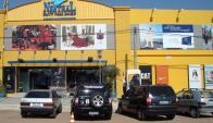 Las tiendas libres de impuesto pululan en las ciudades que limitan con Brasil. Foto: N. Araújo