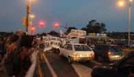 """Un grupo de 100 """"ocupas"""" se movilizó el viernes ante la seccional de Salinas."""