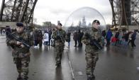 El gobierno francés reforzó la seguridad en las calles de París. Foto: AFP