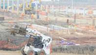 Obreros continúan trabajando en Antel Arena. Foto: Marcelo Bonjour