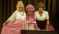 """Los tres actores que animaron la obra """"¿Quién le teme a Italia Fausta?"""". Foto: A. Colmegna."""