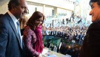 El candidato a presidente, la presidenta y el candidato a vice en un acto previo a elección.