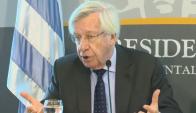 Danilo Astori, ministro de Economía a las salida de la reunión con empresas públicas el 14 de mayo de 2015. Foto: Captura/Presidencia