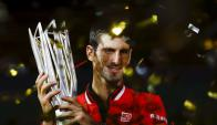 Un campeón. Djokovic sigue acumulando éxitos, ahora en la gira asiática; ayer se impuso en el Master de Shanghai. Foto: Reuters