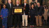 Vázquez, Sanguinetti, Lacalle, Batlle y Mujica recibieron reconocimiento. Foto: Presidencia.
