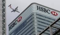 La filial suiza del banco inglés quedó envuelta en un escándalo financiero.