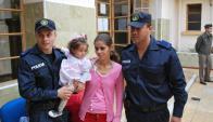 La situación, que tuvo un final feliz, provocó un vínculo especial entre la familia y los policías.