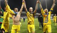 Los jugadores de Ucrania celebran la clasificación. Foto: EFE
