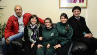 El maratonista, la directora de Aprodime, la alumna, la instructora y el organizador. Foto: D. Borrelli