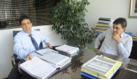 Marcelo Nievas y Mauricio Fioroni representantes de vecinos y pescadores. Foto: L. Carreño