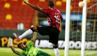 Silva hizo un gol casi imposible y Burián sostuvo el punto en la segunda mitad. Foto: Reuters.