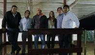 En Cardal, Federico Di Santi, Romualdo y parte del equipo. Foto: El País