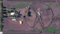 La figura en el fondo de la casa de la doctora Adriana Perla. Foto: Google Earth