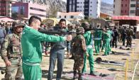 Jugadores de Bolivia en prácticas de tiro con militares. Foto: Pedro LÑaguna/LaRazón