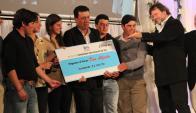 """Incentivos. Personal del """"Don Alfredo"""" recibe el premio. Foto: Archivo El País"""