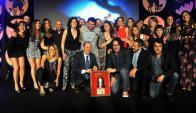 De fiesta. Stein y Lev (centro) junto al equipo de Notable tras recibir el premio. (Cortesía Cámara de Anunciantes)