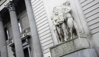 """El escultor también hizo el relieve del """"Éxodo del Pueblo Oriental"""" de la sede del BROU. Foto: M.Bonjour."""