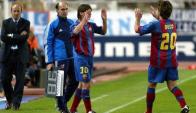 Lionel Messi ingresó por Deco frente al Espanyol, y debutó en la Liga Española.