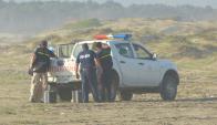 Policía Científica y policías de Rocha y Montevideo recogen indicios en Valizas. Foto: R. Figueredo