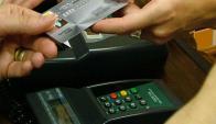 Plástico: los de crédito y débito explican el 6 % del monto de pagos.