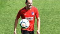 Diego Godín durante el último entrenamiento en Madrid. Foto: EFE