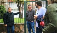 El renunciante vicepresidente con amigos y familiares en su casa. Foto: @TelenocheUY