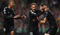 El festejo del tridente del PSG: Mbappé, Neymar y Edinson Cavani. Foto: AFP