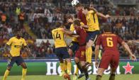 El cabezazo de Godín en la visita del Atlético a la Roma. Foto: AFP