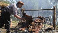 Para batir el récord se precisarán 16 toneladas de carne cruda y 30 de leña. Foto: Archivo