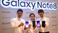 A la cancha. Los nuevos modelos se presentaron durante el lanzamiento nacional en Seúl el 12 de septiembre.(Foto: AFP)