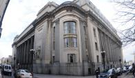 Fachada de la sede central del Banco República. Foto: Marcelo Bonjour