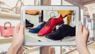 Roles. Por Internet los usuarios se informan y comparan, en las tiendas prueban y muchas veces terminan comprando. (Shutterstock)