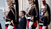 Macron asumió en mayo con una gran carta de crédito; hoy cae en las encuestas. Foto: AFP.